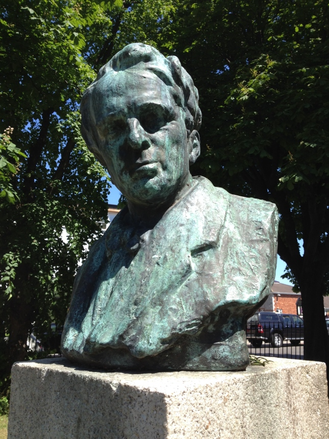 Bust of WB Yeats Sandymount Green